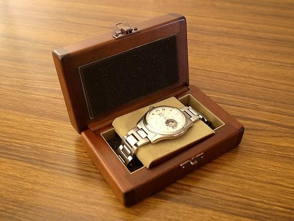 buy popular 57c4b 68284 携帯用腕時計ケース [枕,布貼り,スポンジ,パッチン錠,フタ]